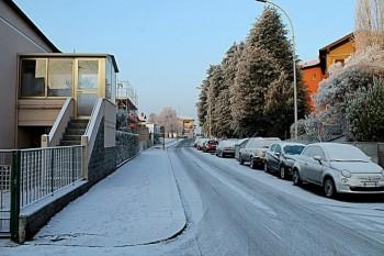 Neve chimica: accumuli al suolo a Pavia