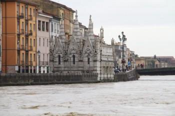 L'Arno a Pisa fa paura! Le immagini.