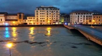 Giornata difficile per la Toscana: emergenza Arno. Foto ed immagini.