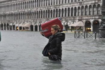 Tempesta di scirocco in vista: mareggiate e acqua alta a Venezia.