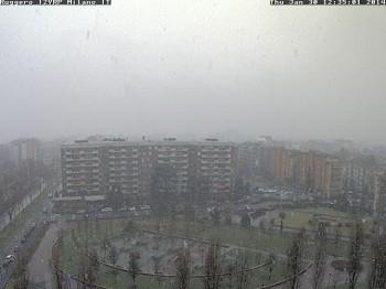 Comincia a fioccare su Milano, ancora neve a Torino.