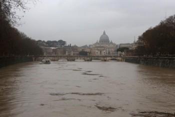 La piena del fiume Tevere a Roma! Le immagini