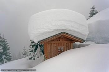 Nevicate eccezionali sulle Alpi: pericolo valanghe molto forte