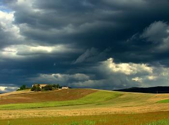 Calura interrotta da numerosi temporali, temperature in calo al Nord.