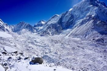 Il riscaldamento globale sta facendo emergere centinaia di corpi sull'Everest