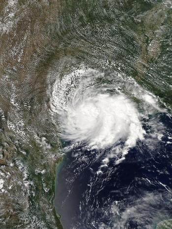 Tempesta tropicale Imelda: piogge eccezionali sul Texas
