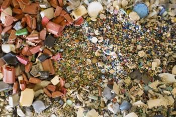 Raccolte 7 tonnellate di plastica su una remota spiaggia dell'Australia
