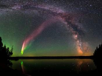 Scia misteriosa illumina il cielo, ma non è un'aurora