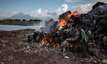 Indonesia: la catena alimentare avvelenata dai rifiuti di plastica occidentali