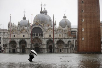 Acqua alta a Venezia, livelli mai visti dall'alluvione del 1966