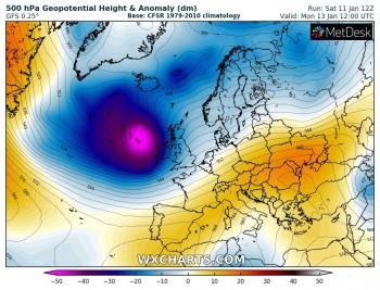 Intenso ciclone si muove verso l'Irlanda: attesi venti di tempesta e onde fino a 15 metri