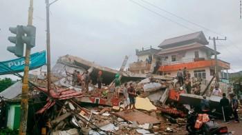 Violento terremoto di magnitudo 6.2 in Indonesia, 42 vittime