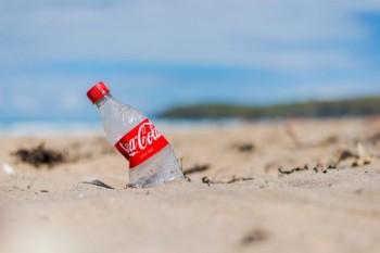 Plastica e crisi climatica: quali sono le multinazionali che inquinano di più